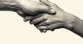 Pękająca skóra na palcach – czy to objawy atopowego zapalenia skóry?