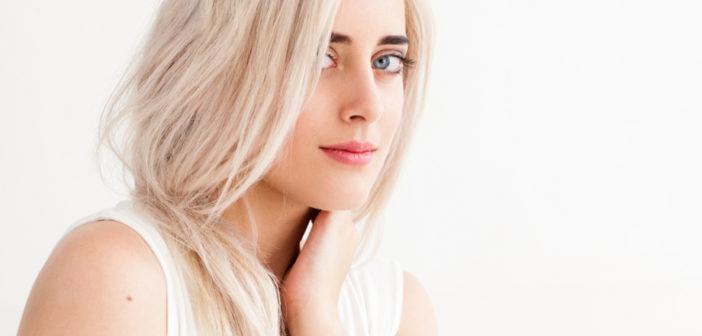 sposoby na elektryzujące się włosy