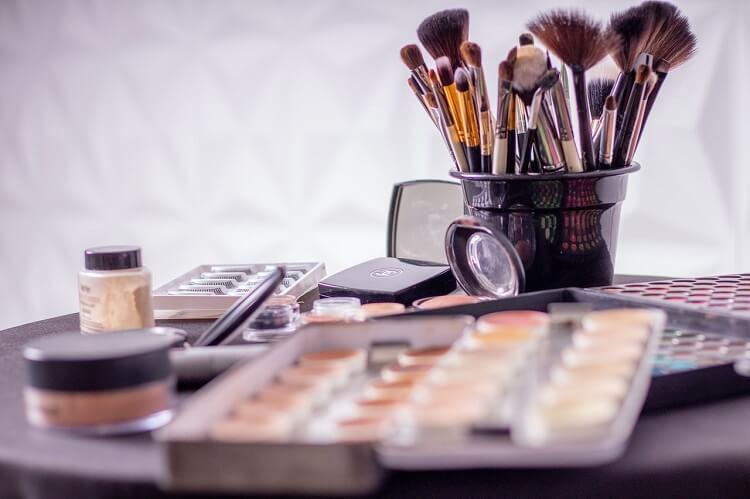 Trendy w makijażu na jesień -zimę 2021-2022