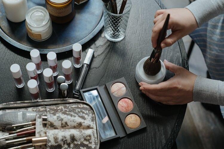Jak starannie wykonać makijaż oka